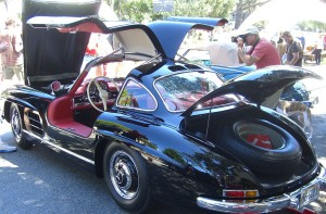 1280px-56_300SL_Gullwing_opened_up
