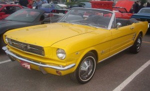 1280px-'66_Ford_Mustang_Convertible_(Centropolis_Laval_'10)