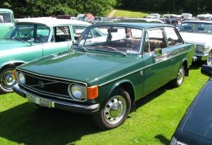 1280px-Volvo_142_green