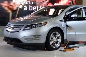 Chevrolet Volt е с намалени вредни емисии. На сн. зареждане