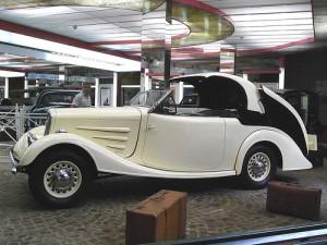 Първото купе-кабрио, изобретено от зъболекаря Полен - Peugeot 301 Eclipse