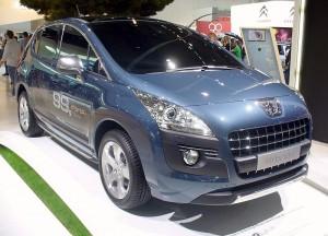 99.800px-Peugeot_3008_HYbrid4