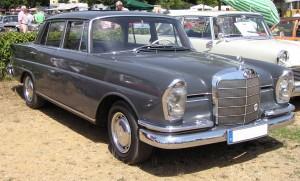 P060_Mercedes-Benz_220_W111