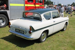 ford-anglia-105e-1200-super-arw-215-b-rear
