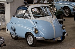 1280px-Bonhams_-_The_Paris_Sale_2012_-_Iso_Isetta_-_1953_-_013