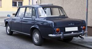 1280px-Simca_1300_Serie_1_rear_20110114