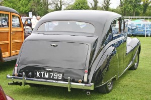 1280px-Austin_A135_Princess_MkII_DS3_rear