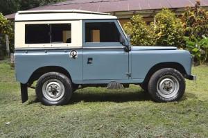 1280px-Land_Rover_Serie_IIA_'88_1970_-_Finca