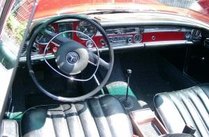 Mercedes-Benz_W113_inside_20080617