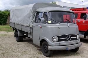 1280px-Mercedes_L319_BW_1