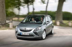 Opel-Zafira-Tourer-200hp-270504-1