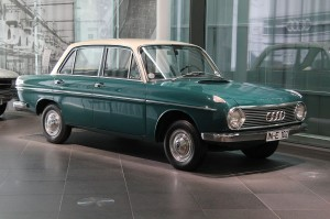 1280px-DKW_F_102_(museum_mobile_2013-09-03)