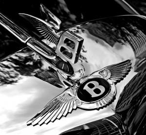 Bentley_badge_and_hood_ornament-BW
