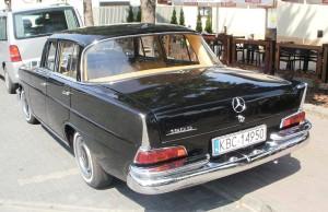 1280px-Mercedes_W110_Bochnia_4