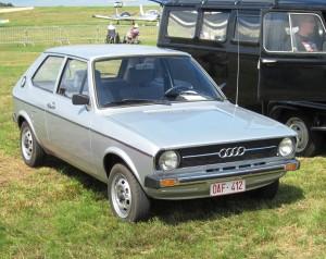Audi_50_(ca_1976)_at_Schaffen-Diest_Fly-drive_2013