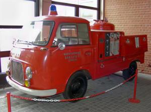 Historisches_Feuerwehrfahrzeug_der_Werkfeuerwehr_Bakelite,_Linmath_(Deutsches_Feuerwehrmuseum_Fulda)