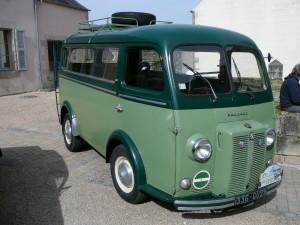 Minibus_Peugeot_D4A_in_Guerlesquin