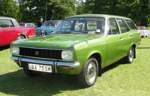 1024px-Hillman_Avenger_1500_estate_first_registered_May_1974