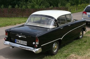 1280px-Opel_Rekord_1700_P1_Heck_(2008-06-14)_ret