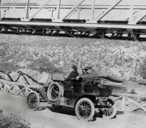Марин и Методи Лъскови с техния Форд Т