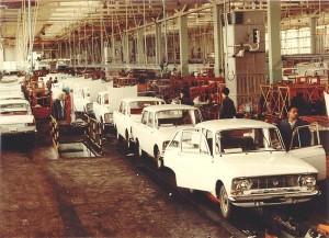 Сглобяване на Москвич в завод Балкан - Ловеч, 1971 г.