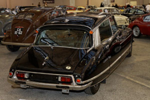 1280px-Bonhams_-_The_Paris_Sale_2012_-_Citroën_DS_21_Prestige_finition_Chapron_-_1972_-_004