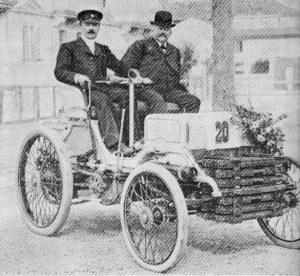 Lemaître,_en_1899_avec_Armand_Peugeot_(sur_Peugeot)