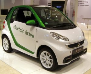 1024px-2013_Smart_Fortwo_Electric_Drive_--_2012_NYIAS