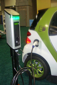 800px-Smart_ED_charging_WAS_2011_1124