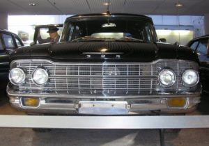 3.ZIL-111-front