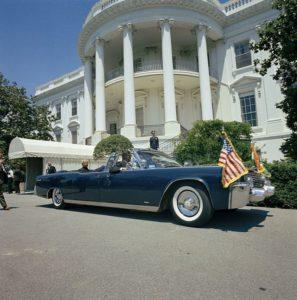 Автомобилът възобновява след това ролята си на президентска лимузина и за президента Линдън Б. Джонсън до 1967 г.,