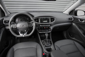 2017-Hyundai-Ioniq-Hybrid-cabin-02