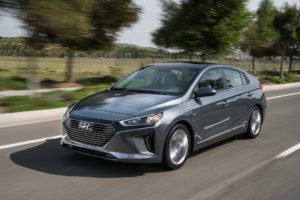 2017-Hyundai-Ioniq-Hybrid-front-three-quarter-in-motion-07
