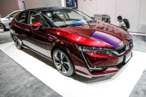 Honda-Clarity-Fuel-Cell-front-three-quarter-021