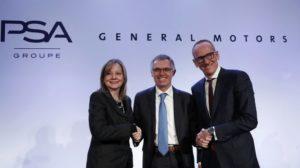 Изп. директор на General Motors Мари Бара заедно с Карлос Таварес (в средата)