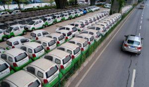 Нови електрически превозни средства, паркирани в Ухан, провинция Хубей в централната част на Китай. Снимка: АФП