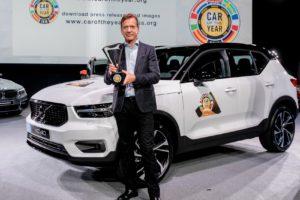 """Главният изпълнителен директор на Volvo Хакан Самуелсон с наградата """"Европейска кола на годината"""""""