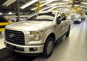 Ford F150 напуска финалната станция за инспекция в завода за монтаж на Ford в Канзас Сити. В пикапа има много алуминий.