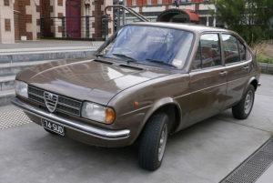 1974_Alfa_Romeo_Alfasud_4-door_sedan_(2015-07-15)_01