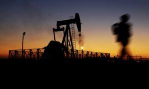 Санкциите върху Иран вероятно ще увеличат цените на петрола, които са постоянно ниски в условията на глобално смаляване на доставките. Снимка: АП