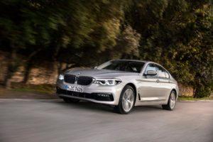BMW обяви опция за безжично зареждане за своя 530e хибрид