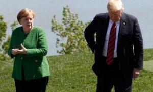 Меркел с Тръмп на срещата на Г-7 в Шарлево, Квебек, Канада. Тарифите на Тръмп за стомана и алуминий предизвикаха напрежение на срещата.