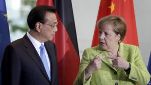 Китайският премиер Ли Кечианг и канцлерът Ангела Меркел. Снимка: Bloomberg