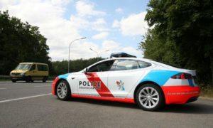 Автомобил Tesla модел S, използван от полицията в Люксембург.