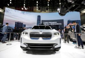 Електроконцепция BMW iX3, изложена през април на автомобилното изложение Auto China 2018 в Пекин. Автомобилната компания планира да увеличи производството си в страната./Reuters