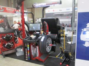 Акцент в Топ оборудването на фирмата за т.г. е показаната в Експо Център диагностична баланс машина Hunter Road Force Elite - производство САЩ