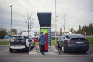 Електрически автомобили се зареждат в Осло през януари 2019 г.