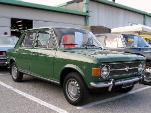 Fiat_128-Sedan-4dr_(1969)_Front-view