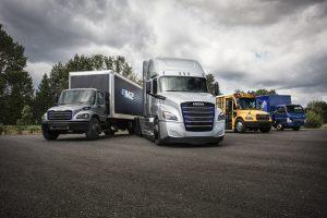 Линия на Daimler Trucks от комерсиални електрически   превозни средства: Freightliner eM2, Freightliner eCascadia, Thomas Built Buses Saf-T-Liner C2 Jouley, FUSO eCanter (PRNewsfoto/Daimler North America - Corpora)