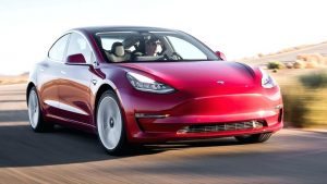 Последна Tesla Model-3 август